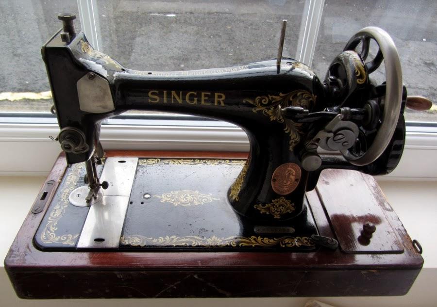 1918 Singer sewing maching