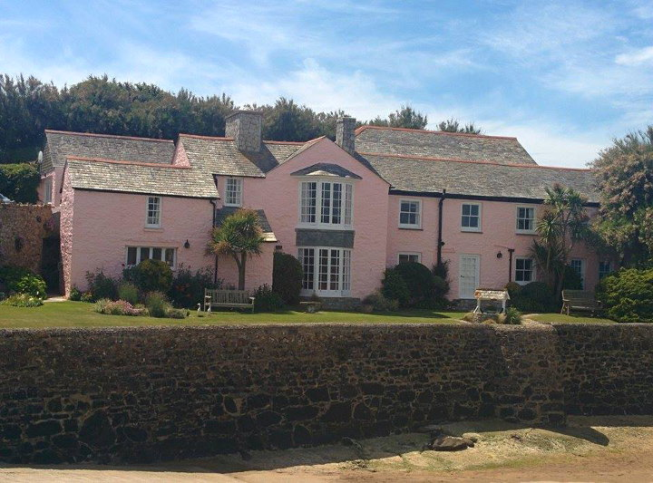 pink house in bude